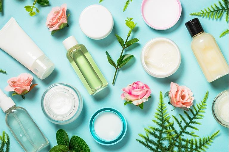 prodotti di make up e beauty routine