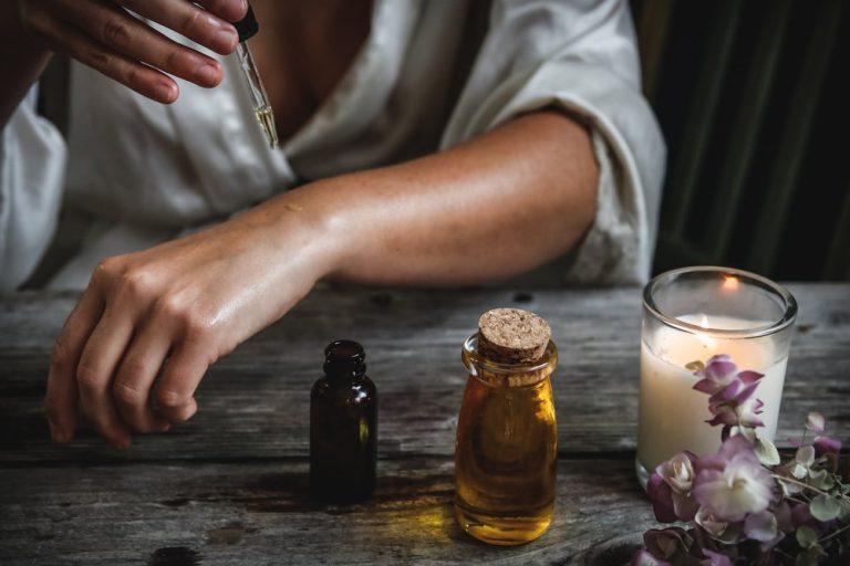 Olio di neem cos'è, a cosa serve, proprietà e benefic